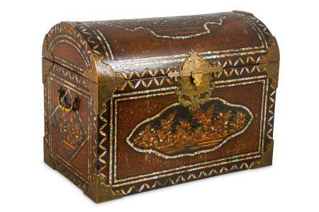 AN EXPORT LACQUER COFFER. Momoyama period. The kamaboko-gata shaped box with a domed cover,