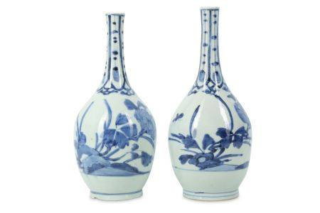 A PAIR OF IMARI SAKE BOTTLES. 17th Century. Painted in underglaze blue with hanging blade panels