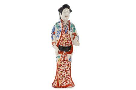 A KAKIEMON FIGURE OF A BIJIN. Late 17th Century. She stands and smiling with her right hand gently