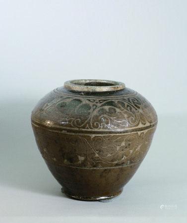 元朝 磁州窯褐釉剔花大罐