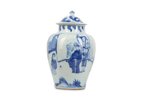 A CHINESE BLUE AND WHITE BALUSTER JAR AND COVER.