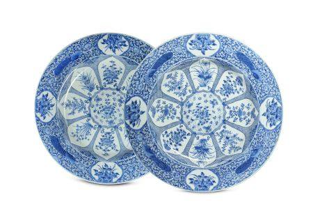A PAIR OF MASSIVE CHINESE BLUE AND WHITE DISHES.