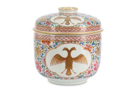 A CHINESE FAMILLE ROSE JAR AND COVER.