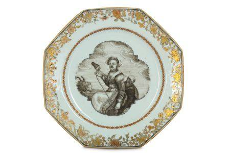 A CHINESE EN GRISAILLE 'WEAVER' DISH.