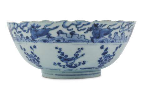 A CHINESE BLUE AND WHITE KRAAK PORCELAIN 'FLYING HORSES' BOWL.