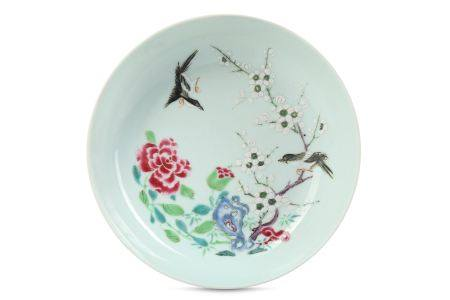 A CHINESE FAMILLE ROSE 'MAGPIES' DISH.