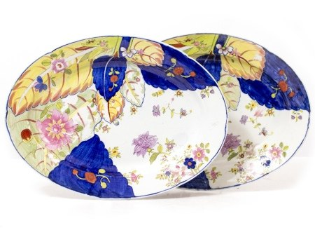 A PAIR OF OVAL CONTINENTAL DISHES each with tobacco leaf decoration from the Chinese Qianlong style,