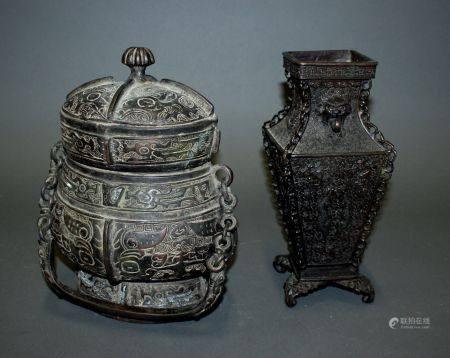 CHINE. Lot comprenant deux VASES en bronze patiné à décor de masques de Taotie et dragons dans