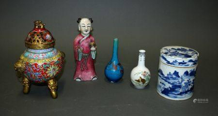 CHINE. Lot comprenant un BRÛLE-PARFUM à décor en émaux cloisonnés de rinceaux (H. 20 cm), un SU