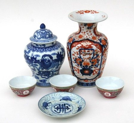 A Chinese blue & white dish, 18cms (7ins) diameter; together with three 20th century Chinese famille