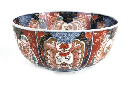 A Japanese Imari bowl, 23cms (9ins) diameter.
