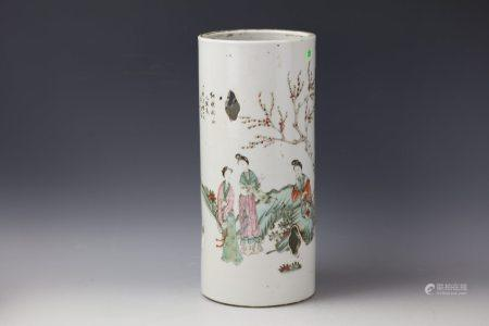 A Famille Rose Figure-storied Porcelain Hatstand With