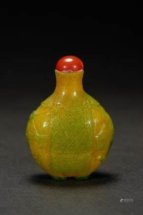 清 太平有像黄绿料鼻烟壺