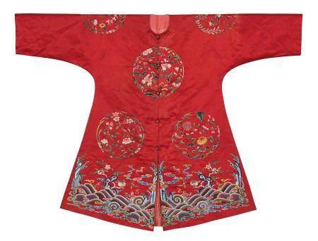 清中期 红地绣八团花卉女褂