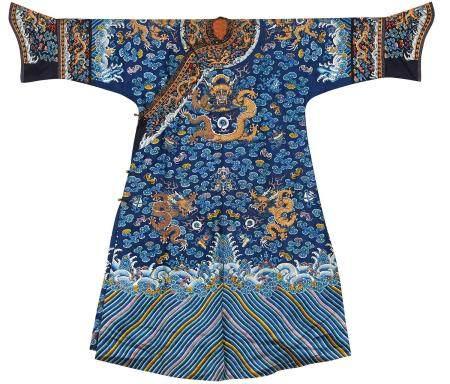 清道光 蓝色地彩绣金龙纹女吉服袍