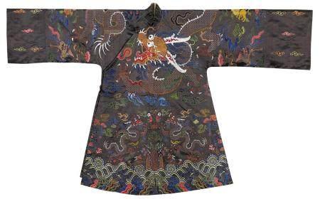 清中期 酱色地织金妆花绸蟒纹藏袍
