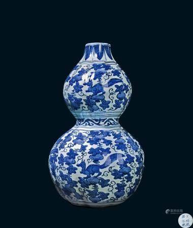 明代 万历青花花园瑞兽纹葫芦瓶