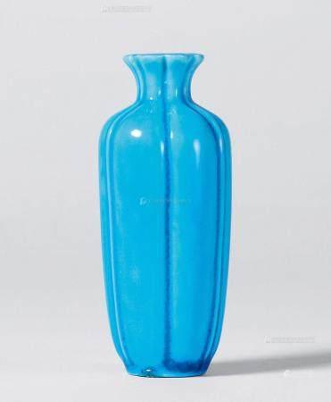 清乾隆 孔雀蓝釉菱花香瓶