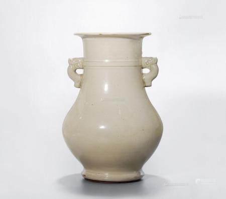 18世纪 宜钧月白釉螭龙耳尊