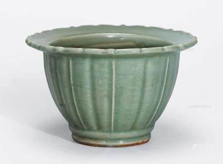 元早期 龙泉窑葵口花盆