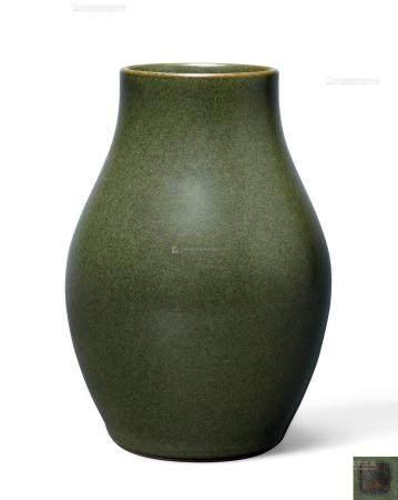 清乾隆 茶叶末釉式橄榄尊