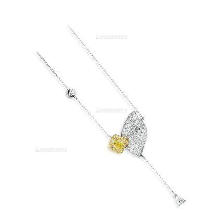 0.46克拉 天然艳彩黄色VS2净度钻石配钻石吊坠项链