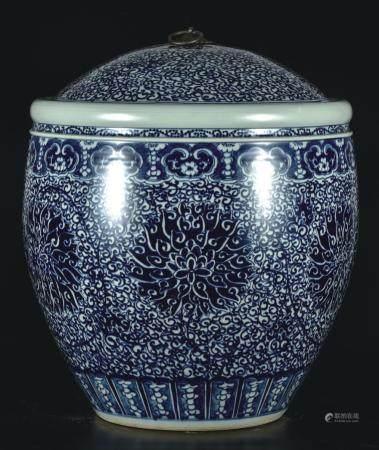 青花缠枝莲茶叶缸