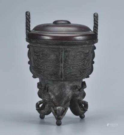 铜兽足绳耳炉配木盖