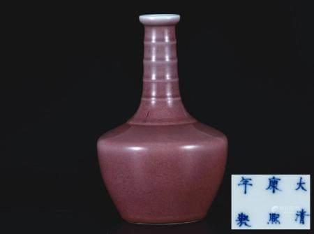 豇豆红釉弦颈瓶