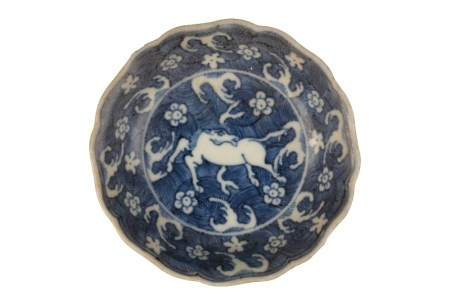 SMALL FOLIATE-FORM BLUE AND WHITE SAUCER DISH, XUANDE MARK BUT MID-17TH CENTURY