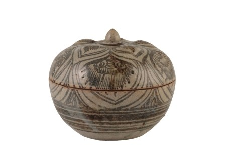 ANNAMESE FOLIATE-FORM CIRCULAR COVERED BOX, EARLY 15TH CENTURY