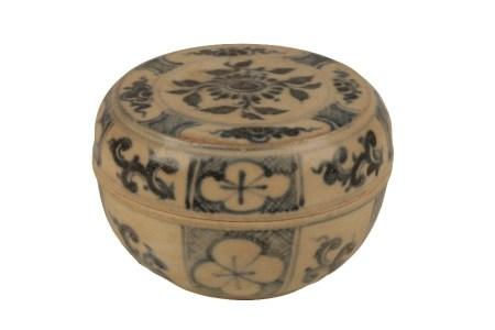 ANNAMESE BLUE AND WHITE CIRCULAR COVERED BOX, 15TH CENTURY