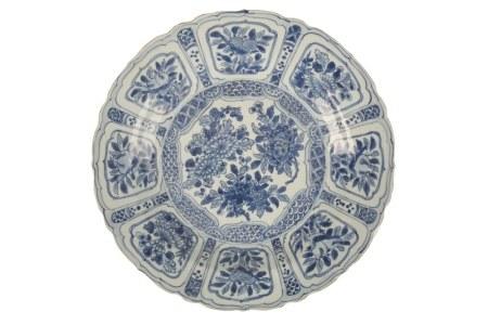 BLUE AND WHITE 'KRAAK' DISH TRANSITIONAL PERIOD, CIRCA 1630