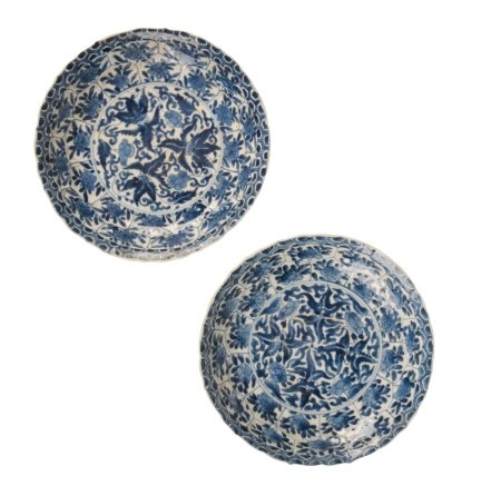 PAIR OF BLUE AND WHITE FOLIATE-FORM SAUCER DISHES, KANGXI PERIOD