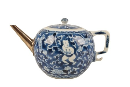 BLUE AND WHITE GLOBULAR TEAPOT AND COVER, KANGXI PERIOD