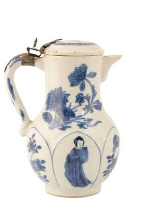 BLUE AND WHITE COVERED EWER, KANGXI PERIOD