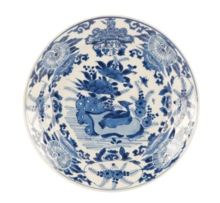 BLUE AND WHITE DUTCH-MARKET ARMORIAL PLATE, KANGXI PERIOD