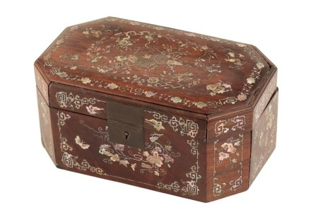 CHINESE ROSEWOOD OBLONG OCTAGONAL BOX AND COVER, 18TH CENTURY