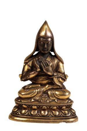 GILT BRONZE SEATED BUDDHA, SINO-TIBETAN, 17TH / 18TH CENTURY