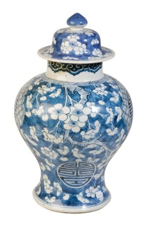 BLUE AND WHITE 'CRACKED ICE' JAR AND COVER, KANGXI PERIOD
