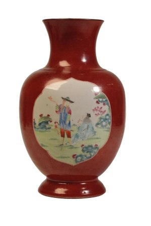 RARE 'EUROPEAN SUBJECT' FAMILLE ROSE AND IRON-RED BALUSTER VASE, QIANLONG / JIAQING PERIOD