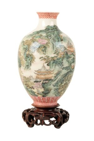 FINELY ENAMELLED MINIATURE FAMILLE ROSE VASE, REBUBLIC PERIOD (1912-1949)