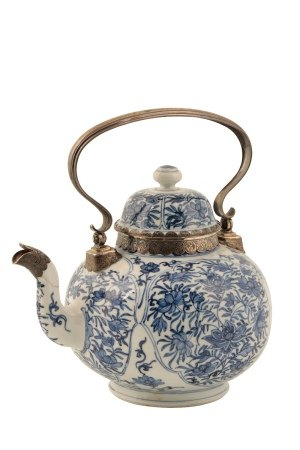 LARGE EXPORT PORCELAIN BLUE AND WHITE DUTCH SILVER-MOUNTED TEAPOT AND COVER