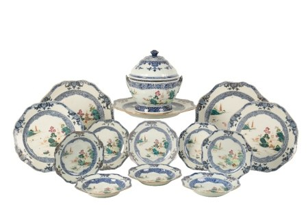 CHINESE EXPORT FAMILLE ROSE DINNER SERVICE, QIANLONG PERIOD