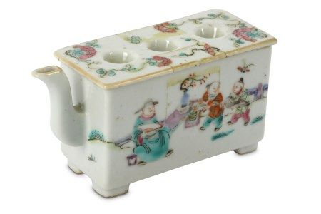 A Chinese famille rose porcelain scholars box form water dropper