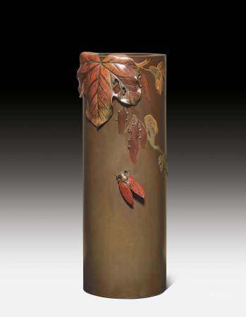 A CYLINDRICAL BRONZE VASE DECORATED WITH A CICADA.