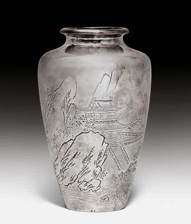 A SILVER VASE WITH CHASED AND ENGRAVED DECOR OF A LANDSCAPE.