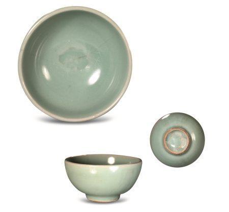 南宋龙泉青釉茶盏