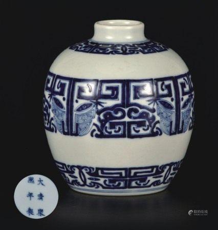 青花饕餮纹罐