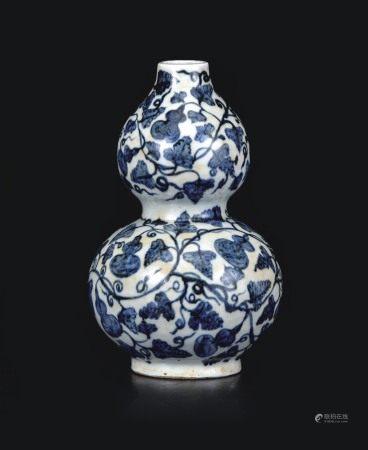 青花缠枝葫芦瓶